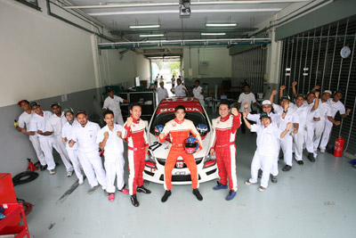 Group photo of Honda Malaysia Racing Team