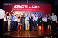 A toast to a greater year ahead, proposed by En. Rohime Shaffie, President and COO (holding mic) of Honda Malaysia.