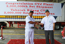 Mr. Masafumi Suzuki passing the No. 2 millionth CVJ to a HMSB associate before loading it onto the lorry.