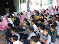 Students participating in a quick quiz to win an attractive prize.