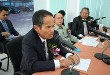 Mr. Toru Takahashi at the press conference, while Dato' Jacob Dungau Sagan and Dato' Ismail Salleh looked on.