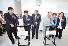 Plague signing ceremony by Mr Toru Takahashi and Dato' Jacob Dungau Sagan.
