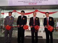 En Azman bin Idris, President & COO of HMSB, Mr Atsushi Fujimoto, MD&CEO of HMSB, Mr Lee Kee Hoo, Chairman of Macinda Auto Sdn Bhd & Mr Jonathan Kok, MD of Macinda Auto Sdn Bhd.