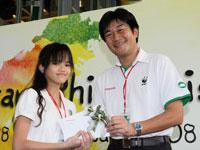 The 2<sup>nd</sup>  Prize Winner, Cik. Siti Nozeida binti Damit from Sekolah Rendah Lodge receiving the prize from Mr. Atsushi Fujimoto.