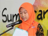 Cik. Ungku Farah Wahidah Ungku Ismail, The Grand Prize Winner reading her essay.