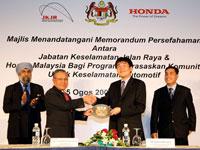 Atsushi Fujimoto presenting token of appreciation to Dato' Haji Zakaria witnessed by Datuk Suret and Azman.