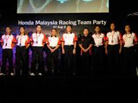 6 HMRT drivers with Mr. Atsushi Fujimoto, CEO and MD of Honda Malaysia, Mr. Ikuo Kanazawa, Vice President of Honda Malaysia and Mr. Tak.