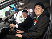 Mr Atsushi Fujimoto and Yang Berhormat Dato' Nga Kor Ming in the Honda Accord.