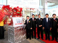 Yang Berhormat Dato' Nga Kor Ming, Mr Atsushi Fujimoto, En Azman bin Idris, President & COO of HMSB, Mr. Ooi Tian Huat, Chairman of Tian Siang Auto Care Sdn Bhd and Mr Mak Kam Hong at the official launch.