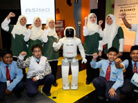 10 lucky students posing with ASIMO.