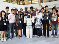 The HDF scholars are further inspired by ASIMO when they met him personally at the Media Preview.