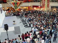 Johor crowd is anxiously waiting for ASIMO's appearance.