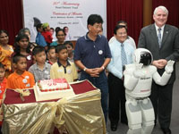 ASIMO celebrates the Heart Patients' Fund 20<sup>th</sup> -anniversary with the beneficiaries by singing them a Happy Birthday song.