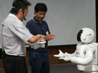 The first beneficiary of the Heart Patients' Fund, Mr Kho Chon Teck is honored to be served by ASIMO during the celebration.