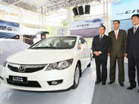 Honda Malaysia's management team posing with the new Civic Hybrid.