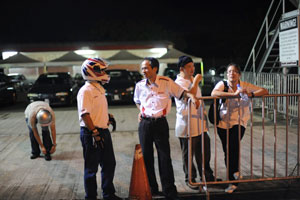 Mr. Toru Takahashi, MD & CEO of HMSB (second from left) sharing a light moment with YS Khong (with helmet).