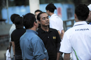 Team Leader, Ahmad Zulizwan from EVO & F1 Plus Magazine, briefing his team on the next strategy.