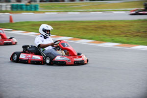 Mr. Akkbar Danial, Manager of Marketing Department, joined in for the race.