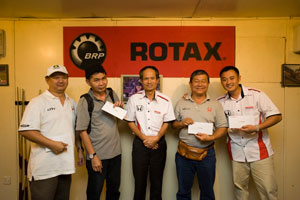 We are the champion! From L-R: Lawrence (Feminine), Ricky Lai (The Star), Mr. Toru Takahashi (HMSB), YS Khong (Autoworld.com) & Tengku Ezan (HMSB).