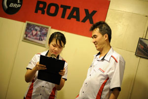 Results time! Anna Ng from PR (HMSB) announcing the results while Encik Rohime looked on.
