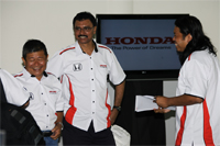 Special guest, 10-time rally champion, Karamjit Singh (Centre) sharing his experience with the media