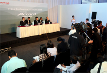Mr. Satoru Azumi answering questions from members of media.