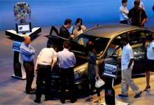 Customers viewing the All-New Accord.