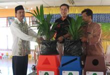 Encik Azhar, Encik Ainol from HMSB planting a tree together with Puan Safiah